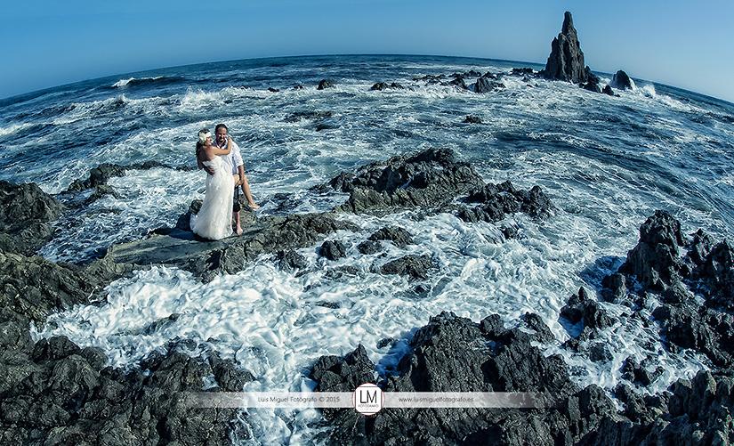 Fotógrafos de Jódar con boda en la playa de almería