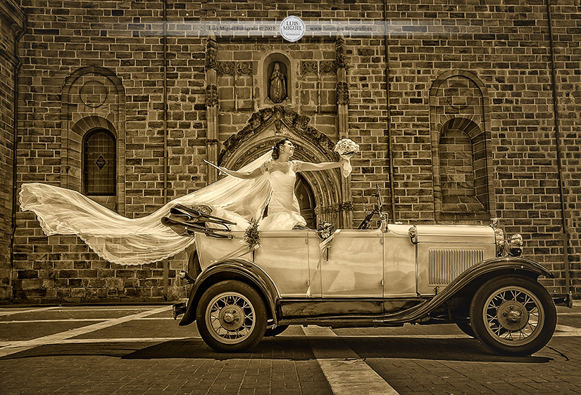 Fotos de boda en la iglesia de Santa María de Linares
