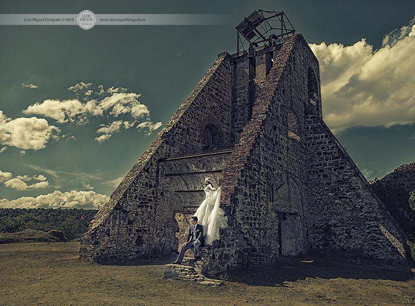 Fotografía artística de boda de fotógrafo en Linares en las minas