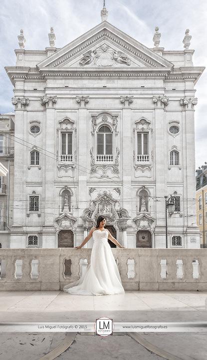 Fotógrafo de bodas en lisboa con novios de Linares