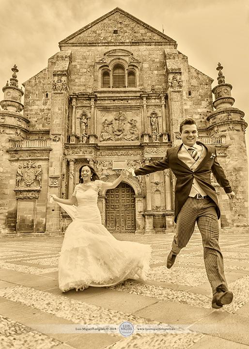 Fotos de boda en Úbeda en la capilla del Salvador