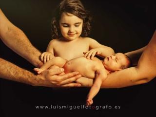 Bebe recien nacido con hermanita mayor