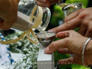 Ceremonia de la arena durante la boda en el Hotel Ciudad de Úbeda