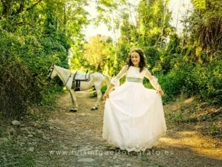Foto de comunión de niña con caballo
