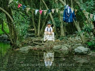 Foto de comunión diferente a la orilla del río