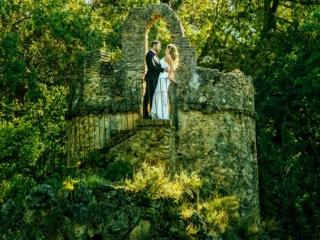 Foto de postboda en Granada en la isla del lago