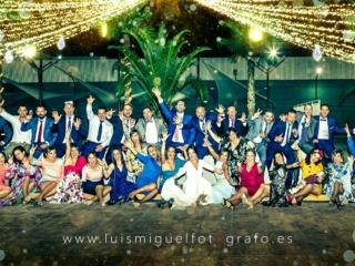 Foto original de amigos de los novios en los salones de boda  victoria