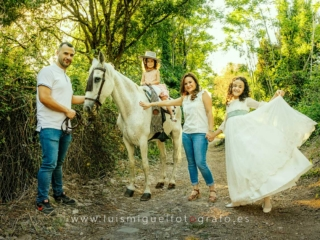 Fotos de familia con caballo para un recuerdo original