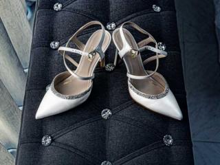 Zapatos de novia preparados para la la boda