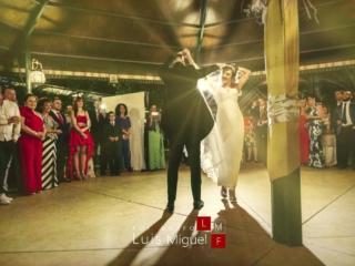 Versión moderna del baile nupcial en la pista de Cortijo Triana
