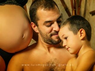 foto de barriguita de mama con papa e hijo