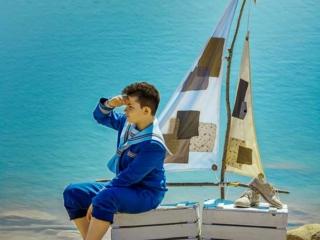 foto de comunion de marinero con barco