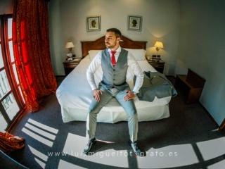 foto de novio de Palma de Mallorca en los preparativos de su boda