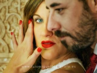 foto de postboda con novia de mirada intensa