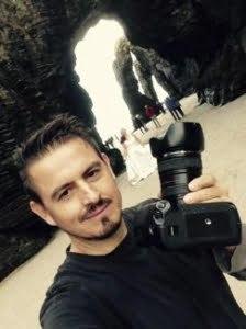 Luis Miguel Fotógrafo de Úbeda realizando una post-boda en la Playa de las Catedrales de Galicia